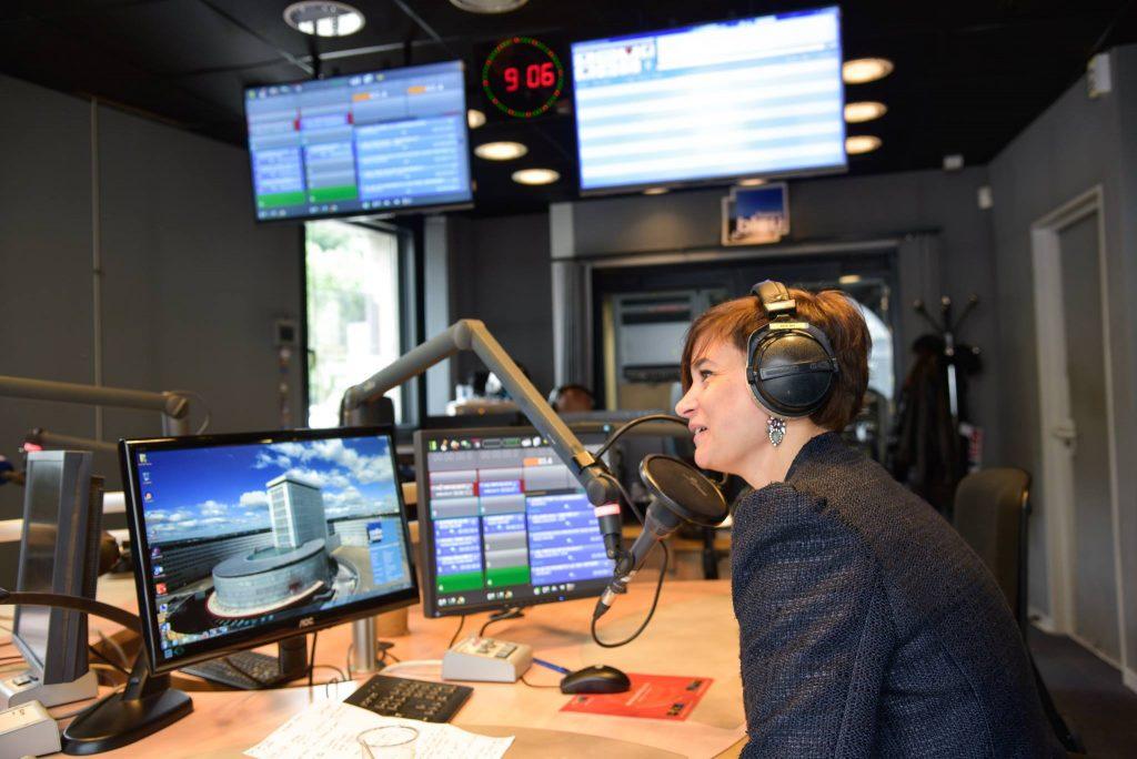 Alexia Pauline sur le plateau de la radio france bleu