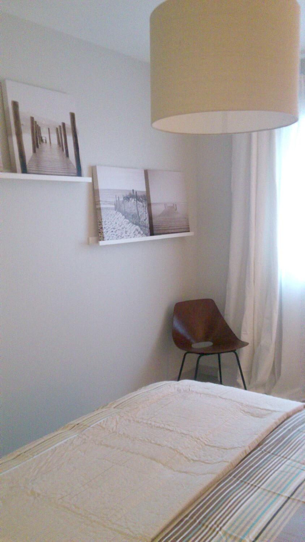 Photo d'une chambre cosy aux couleurs douces