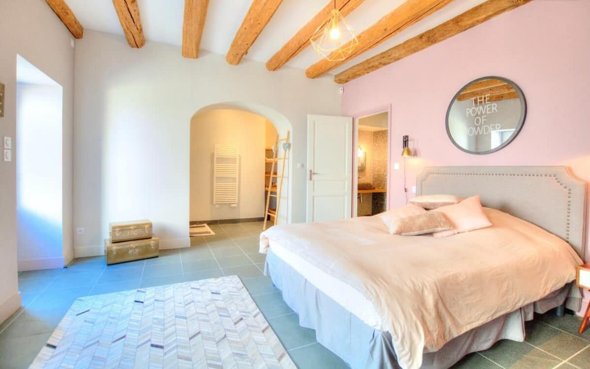 photo d'une chambre aux tons pastels