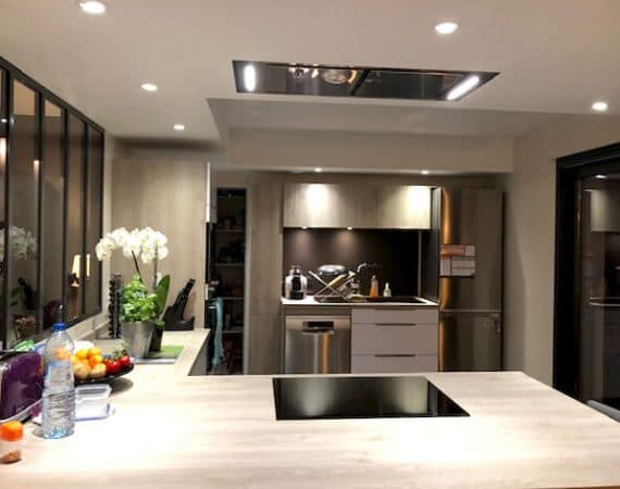 Photo d'une cuisine très moderne